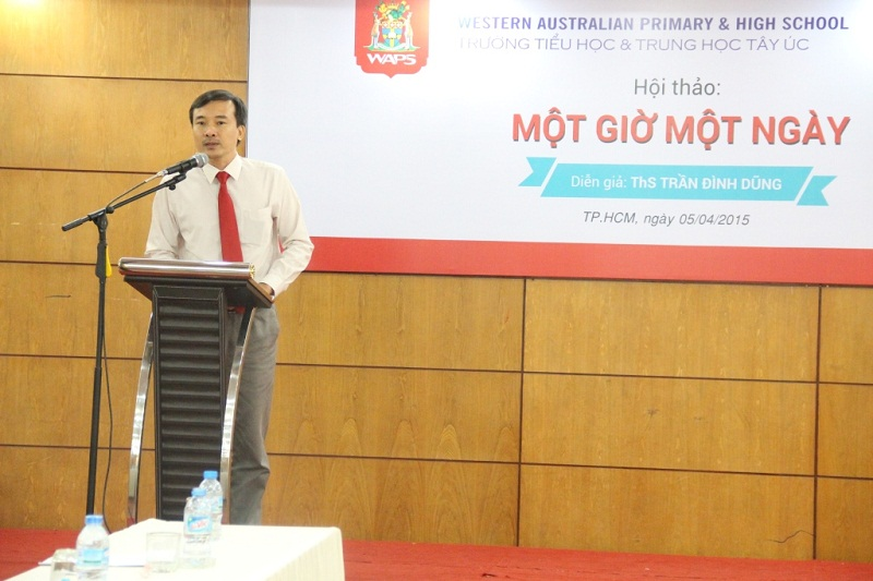 Mr. Nguyen Anh Tuan, vice principal of Western Australian Primary and High School, gives an introduction speech about the school